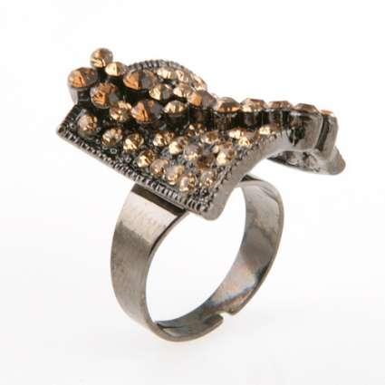 пръстен патина с камъни