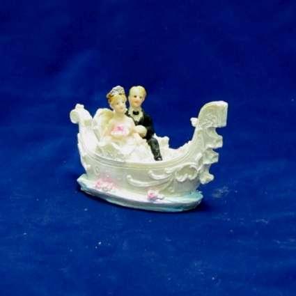 младоженци в лодка резин