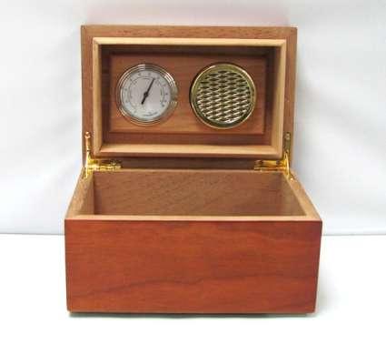 Кутия за пури с влагомер от ароматно дърво