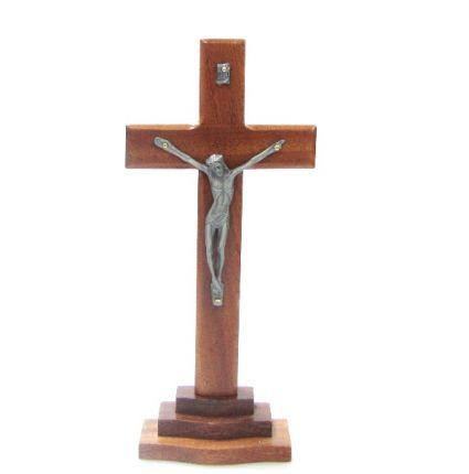 Кръст от дърво и метал на поставка