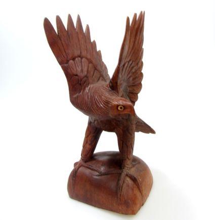Орел от дърво