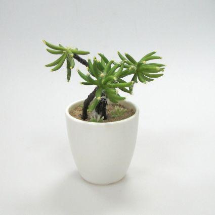 Икебана от изк.цветя в керамичен съд