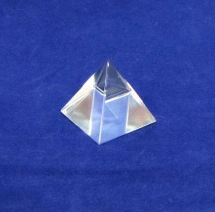 Пирамида от кристал - чиста