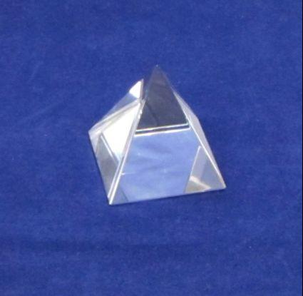 Стъклена пирамида