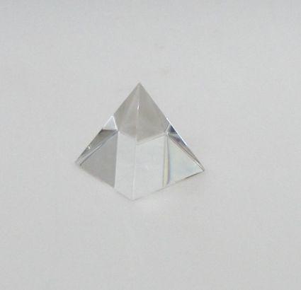 Пирамида от кристално стъкло