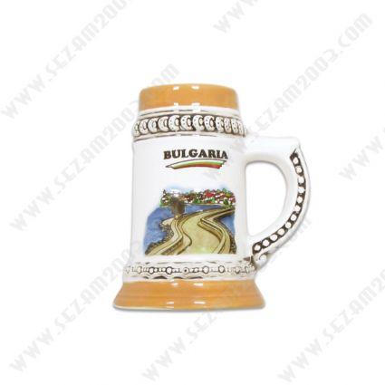 Магнит за хладилник  халба от керамика с релефна рисунка от България .