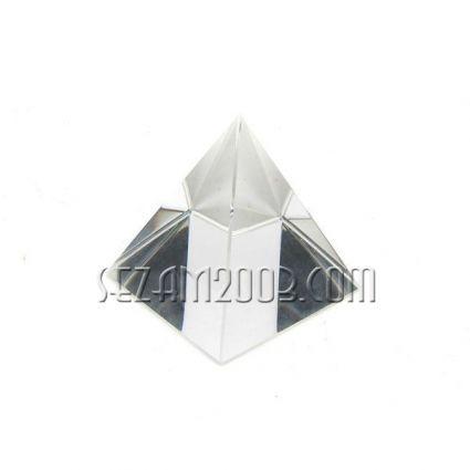 Пирамида от стъкло - чиста