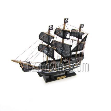 Кораб пиратски - макет от дърво и плат