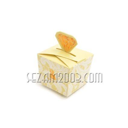 Подаръчна кутийка ажур ДИАМАНТ - БЯЛА ; нежно ЖЪЛТА