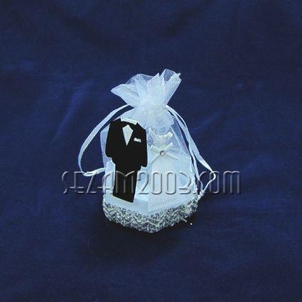 младоженци - торбичка с твърдо дъно за сватбен подарък