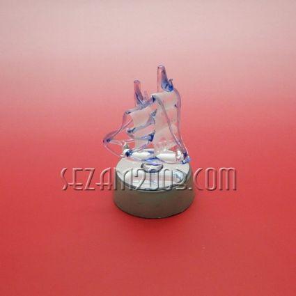 КОРАБЧЕ - стъклена фигура върху поставка с лампички.