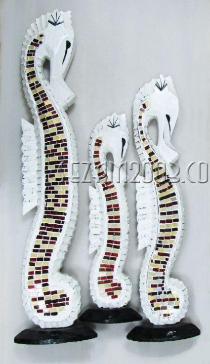 морски кончета от дърво декорирани със стъкло