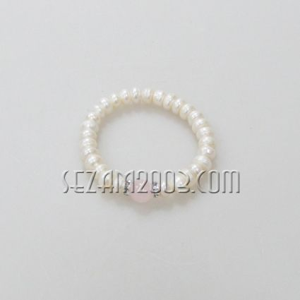 Bracelet of pearls and colored stone