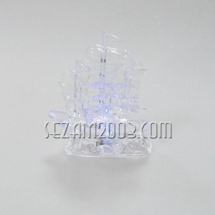 КОРАБ светещ с  цв.лампички от пластмаса