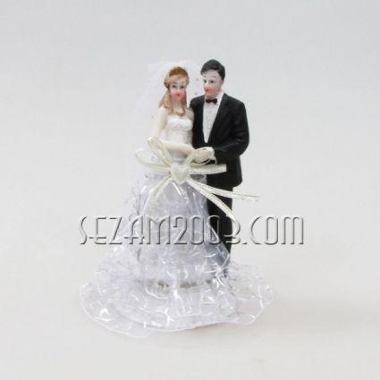 младоженци от резин и плат