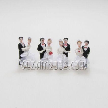 младоженци - фигура от полирезин и плат