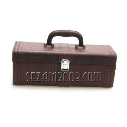 кутия за вино от изк.кожа с 5 аксесоара