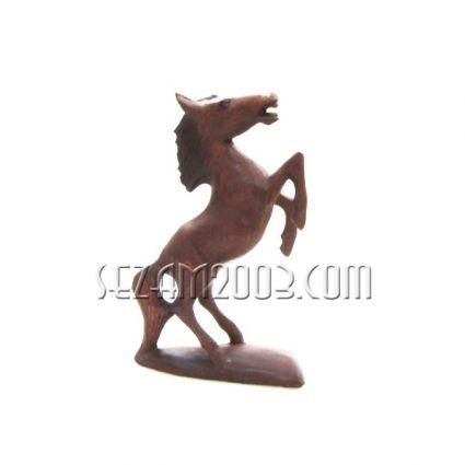 фигура на кон от дърво на поставка   ръчна изработка