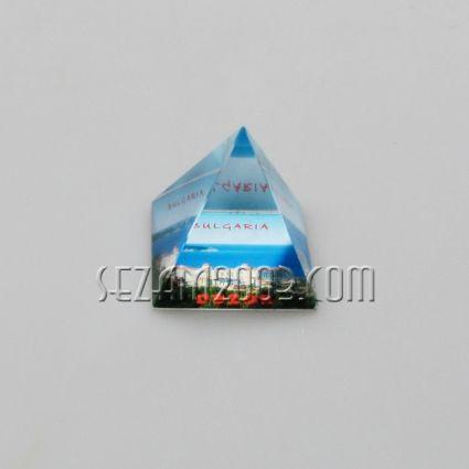 PYRAMID glass