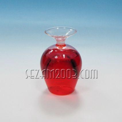 Чаша от пластмаса с течност - майтапчийска
