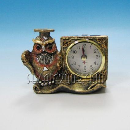 БУХАЛ студент + часовник - фигурка от полирезин