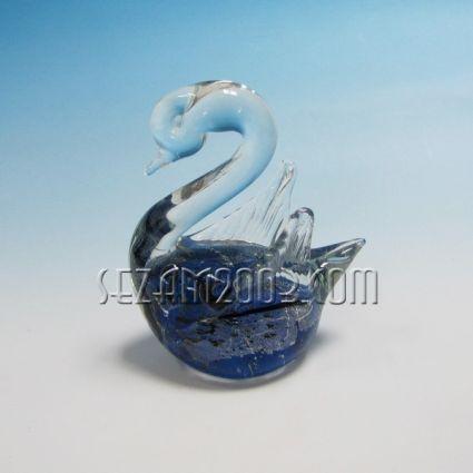 ЛЕБЕД фигура от стъкло с декорация от вътре