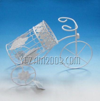 Поставка за бутилка вино от метал - бяло колело