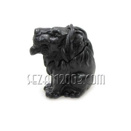 КУТИЯ с лъв  - сувенир от черен полирезин
