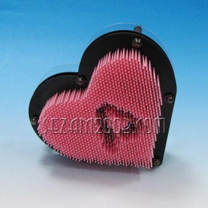 забавен сувенир-отпечатък-сърце от пластмаса