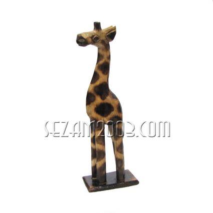 фигура на жираф от дърво