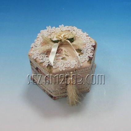 Кутия за бижута с огледало от плат - декорирана