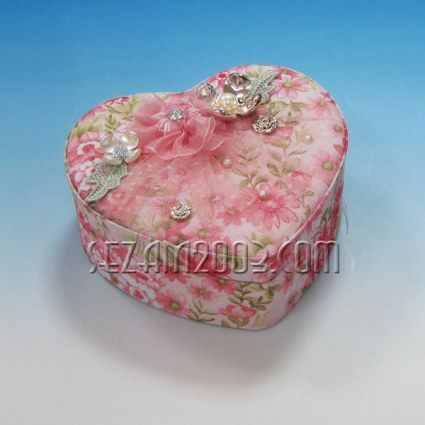 Кутия за бижута СЪРЦЕ с огледало от плат - декорирана