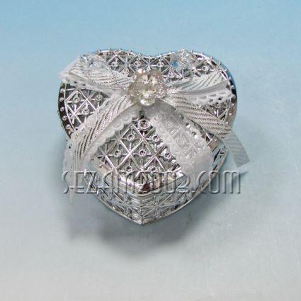 Сърце - кутийка от пластмаса декорирана