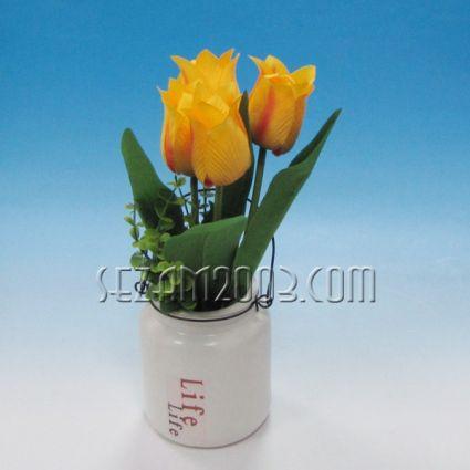 Изкуствени цветя в керамичен съд и  опаковка
