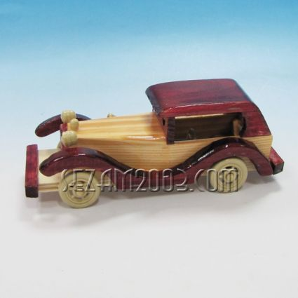 Ретро автомобил от дърво
