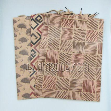 подаръчна торбичка от крафт хартия декорирана