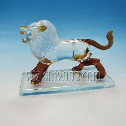 Лъв на поставка-фигура от стъкло