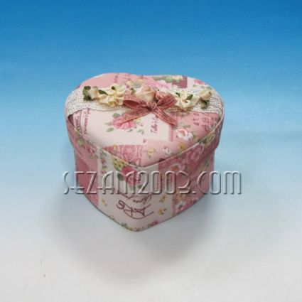 Кутия за бижута СЪРЦЕ  от плат - декорирана