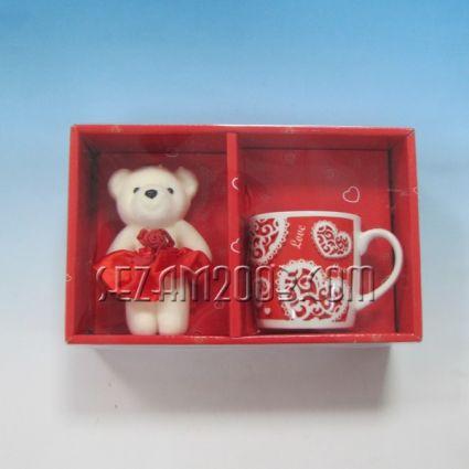 Св.Валентин подар.к-т - порцеланова чаша+мече от плат в лукс опаковка