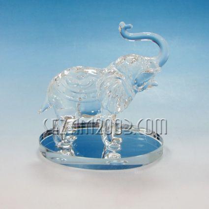 Слон на поставка фигура от стъкло