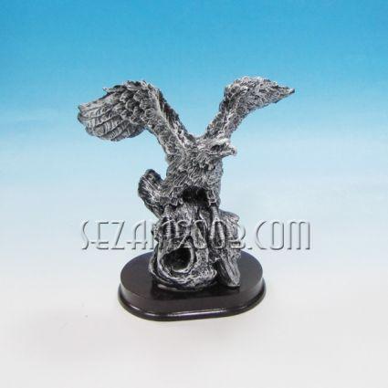 Орел - фигура от полирезин  на мдф поставка