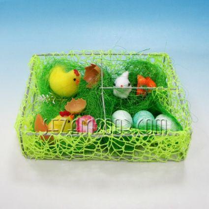 Пиленца и яйца в градинка - Великденска декорация