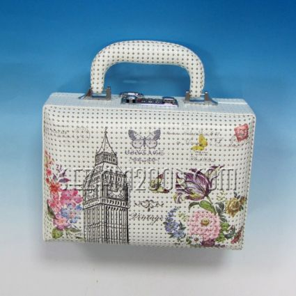 Чанта  - лукс кутия за бижута от изк.кожа с камъни