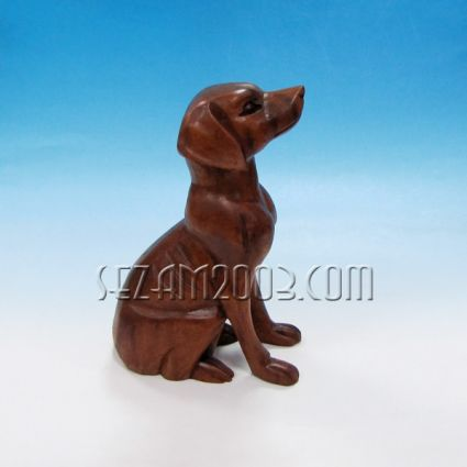 Куче седнало- фигура от дърво
