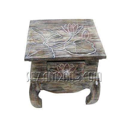 Маса от  дърво декорирана