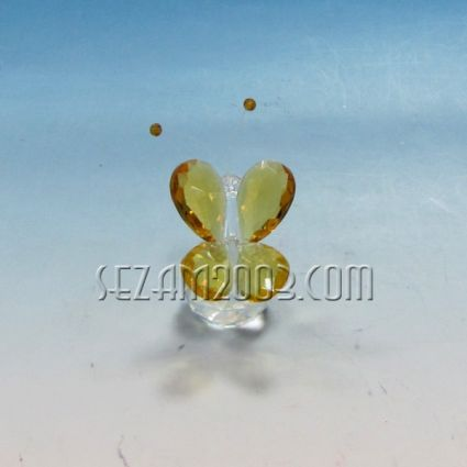 Пеперуда стъклена на кристална сфера