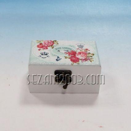 Кутия за бижута от дърво с огледало-декорирана