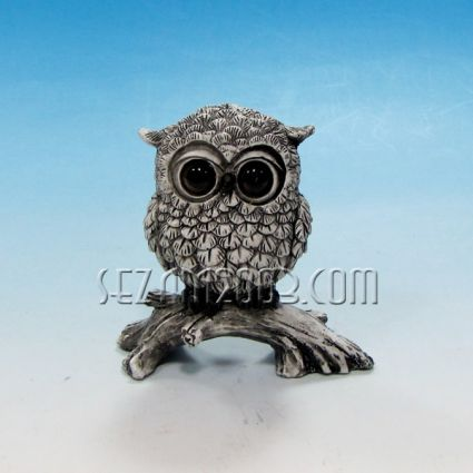 Owl of polyresin decorated