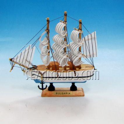 Макет на кораб от дърво и плат+БГ