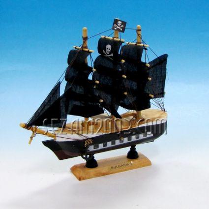 Кораб пиратски-макет от дърво и плат+БГ